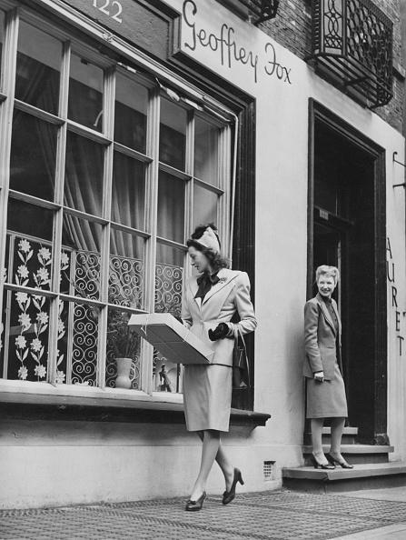 Store Window「Deborah Kerr Shops For Clothes In London」:写真・画像(11)[壁紙.com]