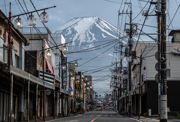 Mount Fuji「Coronavirus Closes Mount Fuji For 2020 Hiking Season」:写真・画像(2)[壁紙.com]