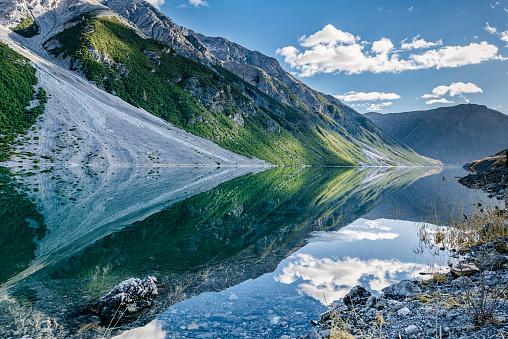 Solitude「Italy, Lombardy, Lago di Livigno」:スマホ壁紙(17)