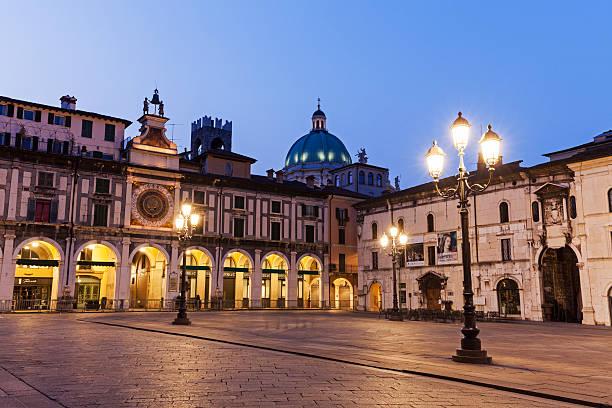 Italy, Lombardy, Brescia, Piazza della Loggia at dusk:スマホ壁紙(壁紙.com)