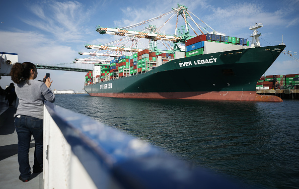 Container「Shipping Traffic Slows Down At Southern California Ports Due To Worldwide Coronavirus Outbreak」:写真・画像(19)[壁紙.com]