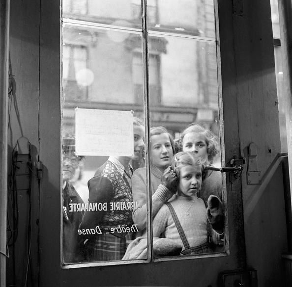 Waiting「Through The Window」:写真・画像(19)[壁紙.com]