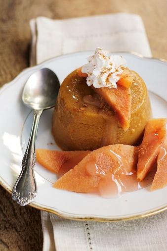 カリン「Dish of pumpkin custard with slices of quince, garnished with non-dairy whipped topping」:スマホ壁紙(1)