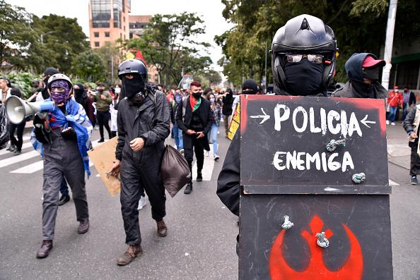 Homemade「Demonstrations Against Police Brutality in Bogota」:写真・画像(14)[壁紙.com]
