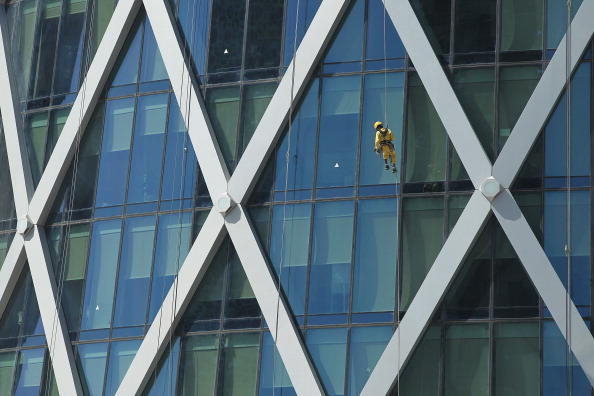 Rappelling「The Nepalese Window Washers Of Doha」:写真・画像(13)[壁紙.com]