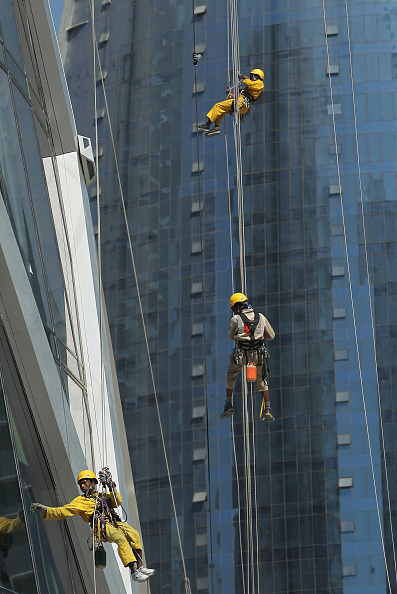Rappelling「The Nepalese Window Washers Of Doha」:写真・画像(14)[壁紙.com]