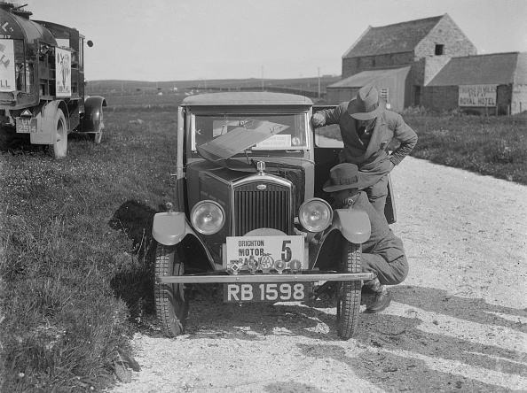 Repair Shop「'Boy Blue 2', Wolseley Hornet saloon of DEM Douglas-Morris, B&HMC Brighton Motor Rally, 1930」:写真・画像(1)[壁紙.com]