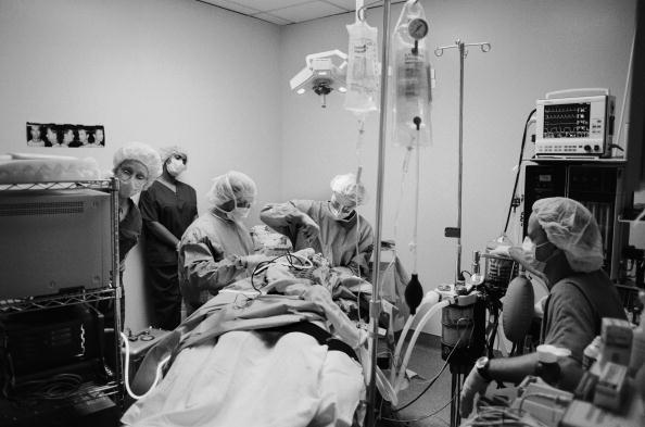 Tom Stoddart Archive「Plastic Surgery Operation」:写真・画像(1)[壁紙.com]