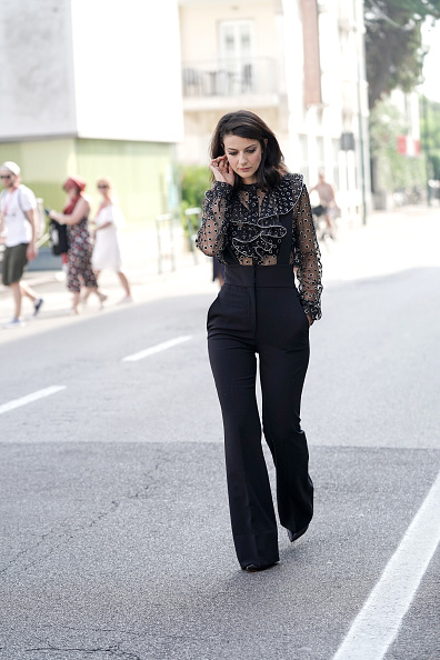 Blouse「Barbara Ronchi Leaving The Hotel Towards The 76th Venice Film Festival Red Carpet」:写真・画像(3)[壁紙.com]