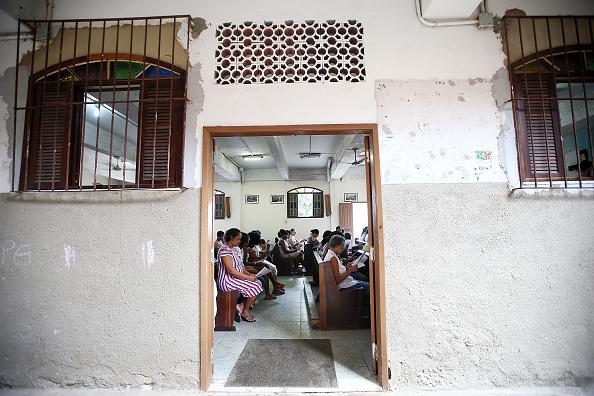 Religious Mass「Easter Celebrated In Brazil Shanty Town」:写真・画像(14)[壁紙.com]