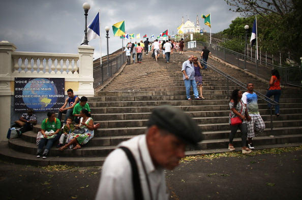 Worshipper「Worshipers Climb Historic Church Steps In Rio To Mark 378th Anniversary」:写真・画像(12)[壁紙.com]