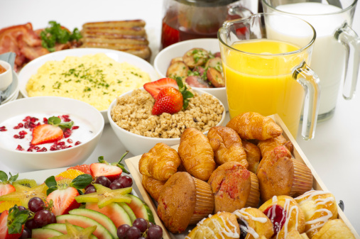 Buffet「Continental breakfast buffet on a table」:スマホ壁紙(17)