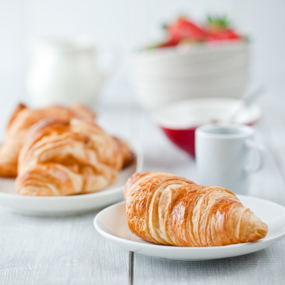 Sweet Bun「Continental breakfast with coffee and croissant」:スマホ壁紙(12)