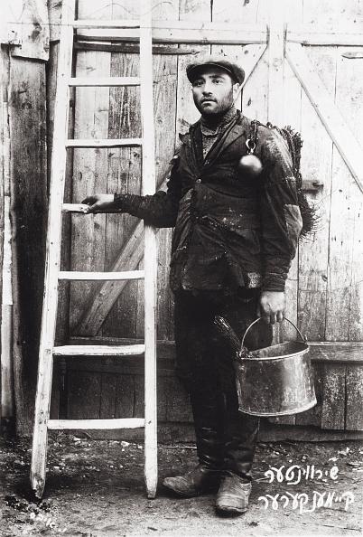 Sweeping「Jewish Chimney Sweep. Photograph. About 1904.」:写真・画像(7)[壁紙.com]