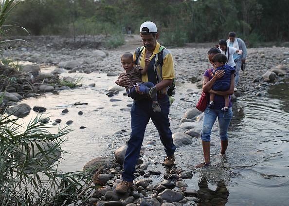 Crossing「Colombian Border Towns See Influx Of Venezuelans Crossing Amid Country's Political Turmoil」:写真・画像(7)[壁紙.com]
