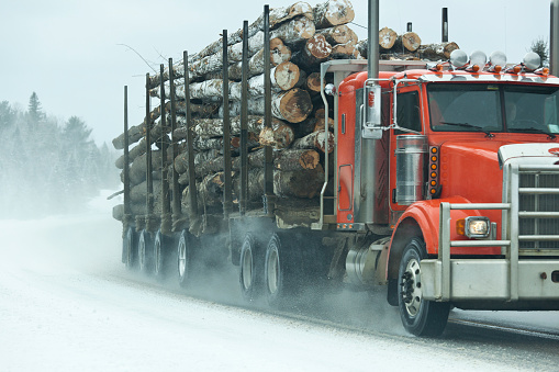 Shoulder「truck with load of logs  on winter highway with snow」:スマホ壁紙(3)