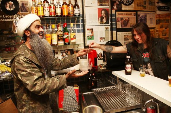 Paying「Bin Laden-Themed Bars Popular In Brazil」:写真・画像(1)[壁紙.com]