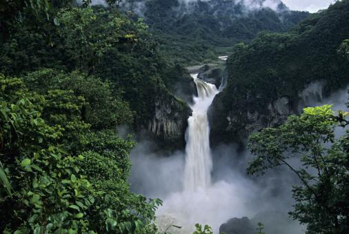 Bolivian Andes「San Rafael (Coca) Falls (150 m.); Cayambe - Coca Reserve, Quijos River, eastern Andes, Ecuador」:スマホ壁紙(19)