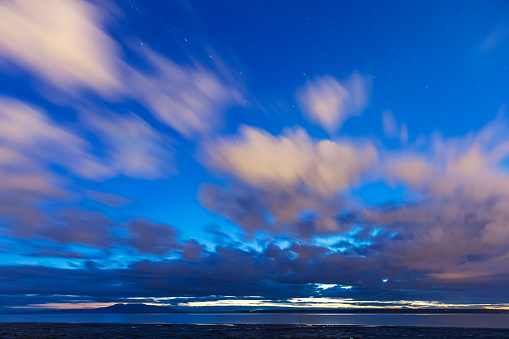 星空「Scenic of sunlit clouds above the mud flats along Cook Inlet, Anchorage, Southcentral Alaska, USA」:スマホ壁紙(10)