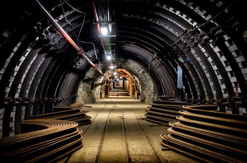 Support「Coal mine underground corridor with equipment」:スマホ壁紙(7)
