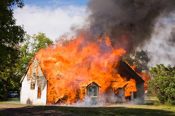 House Fire:スマホ壁紙(壁紙.com)