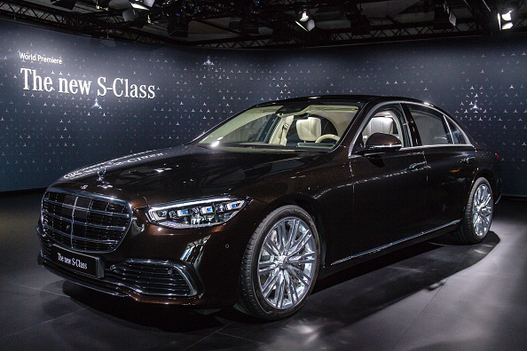 Mercedes-Benz「Mercedes-Benz AG Presents New Factory And S-Class Luxury Car」:写真・画像(6)[壁紙.com]