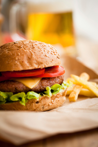Fast Food「Burger with fries and beer」:スマホ壁紙(3)
