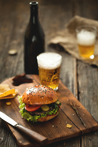 Cutting Board「Burger with salad and glass of beer on wooden table.」:スマホ壁紙(4)