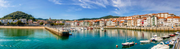 Port of Lekeitio and marina panoramic view. Basque Country, Vizcaya Province, Spain:スマホ壁紙(壁紙.com)