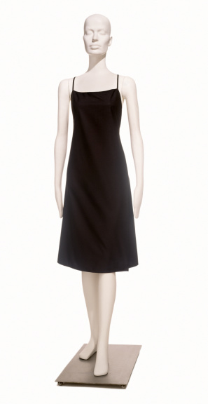 ドレス「A simple little black dress on a mannequin」:スマホ壁紙(13)
