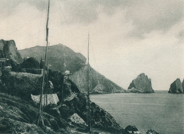 Stack Rock「Marina Piccola with fowlers nets, Capri, Italy」:写真・画像(1)[壁紙.com]
