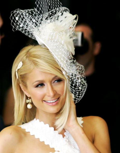 Scalloped - Pattern「Paris Hilton - Fragrance Signing And Photocall」:写真・画像(8)[壁紙.com]