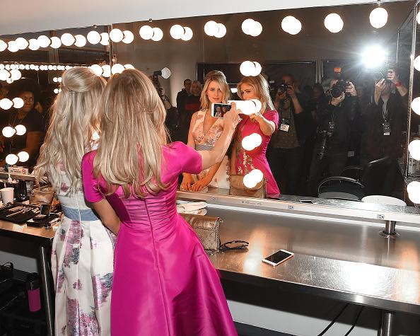 パリス・ヒルトン「Pamella Roland - Backstage - Fall 2016 New York Fashion Week」:写真・画像(15)[壁紙.com]