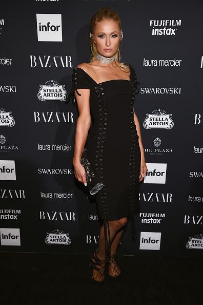 パリス・ヒルトン「Harper's BAZAAR Celebrates 'ICONS By Carine Roitfeld' At The Plaza Hotel Presented By Infor, Laura Mercier, Stella Artois, FUJIFILM And SWAROVSKI - Red Carpet」:写真・画像(16)[壁紙.com]