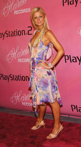 Hand On Hip「NY: Paris Hilton Celebrates The Launch Of Her New Label Heiress Records」:写真・画像(13)[壁紙.com]