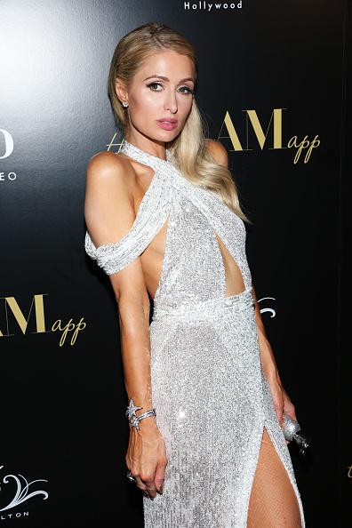 銀色のドレス「The Glam App Celebration Event - Arrivals」:写真・画像(11)[壁紙.com]