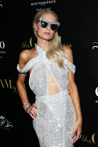 銀色のドレス「The Glam App Celebration Event - Arrivals」:写真・画像(12)[壁紙.com]