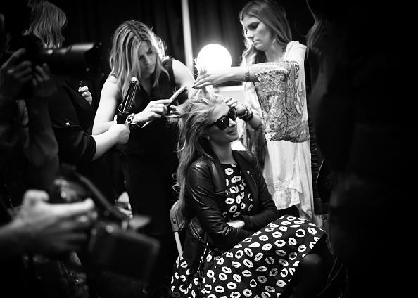 Paris Theater - Manhattan「Naomi Campbell's Fashion For Relief Charity Fashion Show - Alternative Views」:写真・画像(6)[壁紙.com]