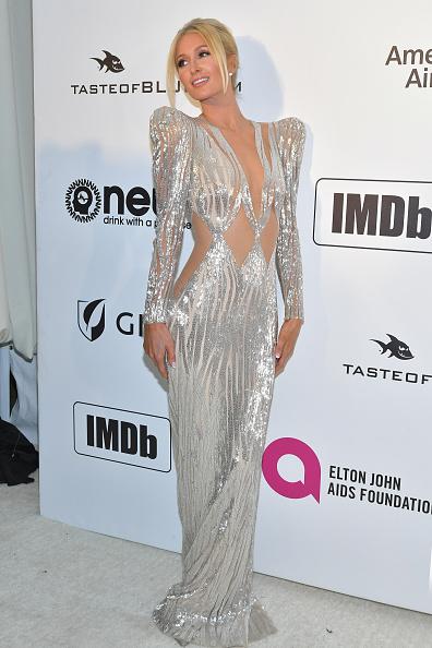 銀色のドレス「27th Annual Elton John AIDS Foundation Academy Awards Viewing Party Celebrating EJAF And The 91st Academy Awards - Arrivals」:写真・画像(17)[壁紙.com]
