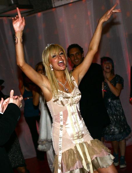 Layered Dress「Paris Hilton Fragrance」:写真・画像(15)[壁紙.com]