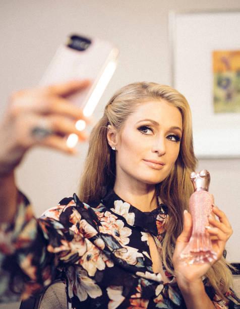 パリス・ヒルトン「Paris Hilton Launches Rosé Rush Fragrance in Australia: An Alternative View」:写真・画像(4)[壁紙.com]