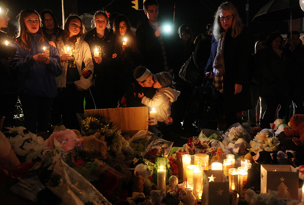Image「Connecticut Community Copes With Aftermath Of Elementary School Mass Shooting」:写真・画像(3)[壁紙.com]