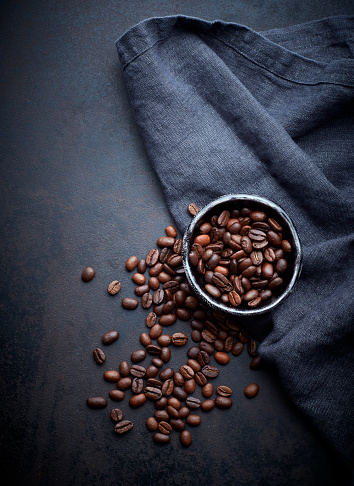 Roasted「Bowl of cocoa and coffee beans」:スマホ壁紙(12)
