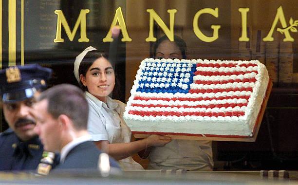 American Flag in Storefront:ニュース(壁紙.com)