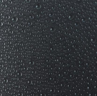 黒背景「Water droplets on black surface」:スマホ壁紙(15)