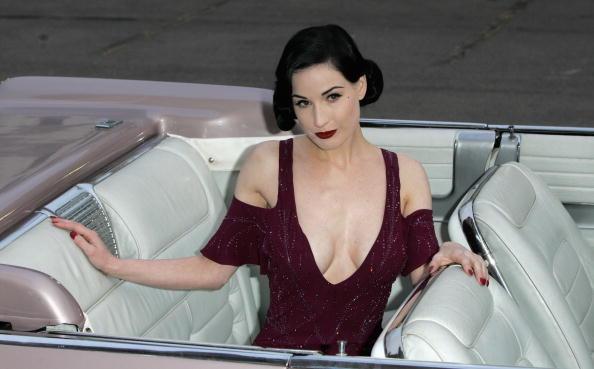 Breast「The Blush Ball」:写真・画像(15)[壁紙.com]