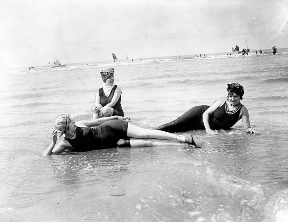 Swimwear「Reclining Bathers」:写真・画像(16)[壁紙.com]