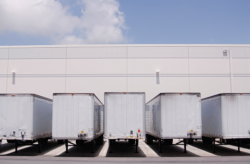 Continuity「Cargo containers at loading docks」:スマホ壁紙(18)