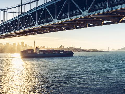 Ship「太平洋上で貨物コンテナー船」:スマホ壁紙(14)