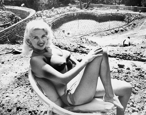 ハート型「Jayne Mansfield In Bikini」:写真・画像(5)[壁紙.com]
